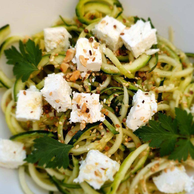 Dukkah'ddict spaghettis de courgettes, feta & filet d'huile d'olive